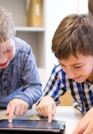 De ce gadget-uri au nevoie elevii