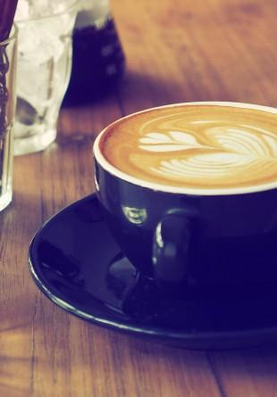 Te scoatem la o cafea?
