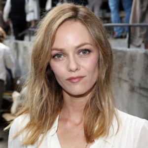 gallery-1468524045-elle-french-cool-girls-vanessa-paradis