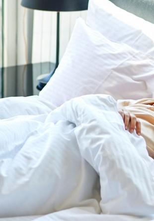 De ce este bine să dormi până târziu în weekend