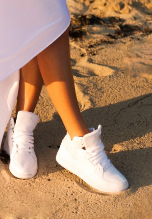 Moduri stilate în care să porți… pantofii sport albi